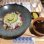 Shirasushokudoujakoyananadaimeyamari - 釜あげしらすとアボカドの丼