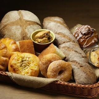 自家製パン食べ放題のランチメニュー