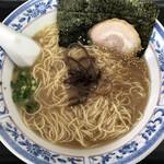 松 - 料理写真:博多ラーメン(醤油タレ)650円