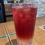 Urth Caffe - クランベリー レモネード アイスティー タピオカ抜き 693円(税込)
