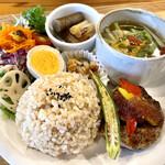ネオ ガーデン カフェ - 料理写真:薬膳ハンバーグランチ 1100円 メイン、玄米ご飯、薬膳スープ、副菜、サラダなど ワンプレートに盛りだくさんです。