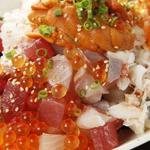 ととしぐれ - ととしぐれ自慢の新鮮魚介を使った海鮮丼♪