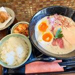 らぁ麺 鸛 - 料理写真:「特製鶏白湯らぁ麺」(980円)+ランチタイム限定のセットをつけました。