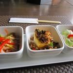 佛沙羅館 - サラダ2種とガパオ豆腐