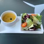 葉山ホテル音羽ノ森 カフェテラス - ミニサラダとスープのセット。