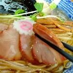 きく屋 - 豚ももチャーシューは燻してあり香ばく巧いねぇ❗