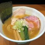 麺屋 鶏いち - 料理写真:貝出汁丸鶏醤油ラーメン880円
