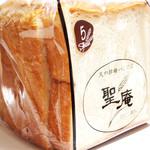 聖庵 - 白神ふわふわ食パン(525円)