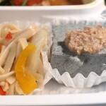玄米カフェ 実身美  - セロリとじゃこと米麺の焼きビーフン風と翁さんの黒ごま豆腐~くるみ味噌のせ~