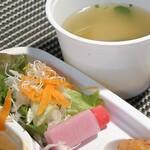 玄米カフェ 実身美  - サラダと無添加麦味噌のお味噌汁