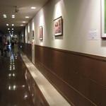 軽井沢倶楽部 ホテル軽井沢1130 - ブッフェレストランに続く長い廊下