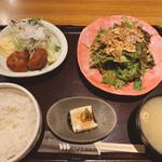 新宿 inton - コンビランチ(豚肉の唐揚げ、棒棒豚サラダ)