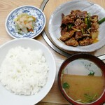 もつ焼 稲垣 - 稲スタ定食 600円 レバーの竜田揚げとニンニクの芽に甘辛タレがかかってます。