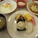 軽井沢倶楽部 ホテル軽井沢1130 - 朝食も同会場でバイキング・・・目玉は、目の前で握ってくれる「おにぎり」