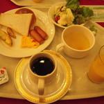 軽井沢倶楽部 ホテル軽井沢1130 - 朝食バイキング・・洋食Ver.・・しっかり食べて出発です(^_^)