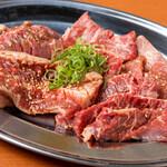 肉焼屋 - 肉メニュー赤盛
