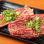 肉焼屋 - 肉メニュー中落ちアバラ肉・どでかハラミ