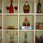 エンゾ パステリア - ENZO の飾り棚