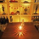 エンゾ パステリア - 飾り棚前のテーブル