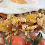 まもキッチン - 鶏ひき肉と玉ねぎ、パプリカ、そして大葉で作られた「ガパオライス」です!