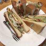 炭焼珈琲ヨシダ - 料理写真:ベーコンエッグサンド
