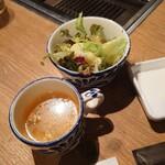表参道焼肉 KINTAN - おかわり自由なサラダと具だくさんスープ。
