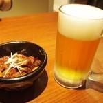 一鶴 - 牛すじ煮込み & 生ビール(中)