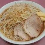 ラーメン荘 おもしろい方へ - 料理写真:ラーメン  ニンニク少なめ  アブラヌキ