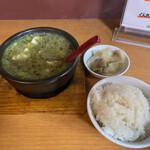 眞実一路 - ご飯は固めで美味しい。ザーサイも塩っ気抜けていて美味しい。