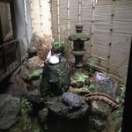 15720615 - 中庭も雰囲気あります。
