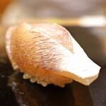 日本橋蛎殻町 すぎた - 小鯛の昆布〆