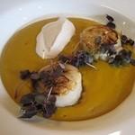 15721794 - 前菜:かぼちゃのブルーテとコーヒーのクリーム・ホタテのポワレ