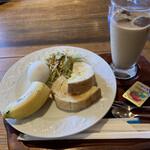 パン工房&喫茶 じゅてーる - 野菜入りパンドミー カフェオーレ