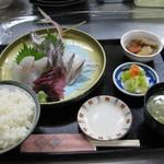 魚市場食堂 - 本日は地アジ入刺身定食