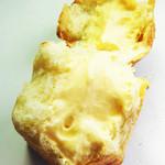 パン工房 風見鶏 - クリームパンの中身です