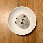 和菓子処 大角玉屋 - いちご豆大福 ¥324- (税込)