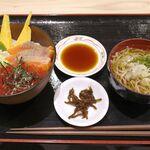 まつばら食堂 - 料理写真:「鮭いくら丼」1500円は、注文してから10分ほどで完成!