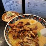 らーめん渡海家 - 料理写真:「にんにくチャーシュー味噌ら~めん」980円 + 「鰹めし(小)」250円