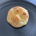 パンコウボウ 貴 - 料理写真:白いチーズパン
