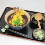 ゆらり - 天ぷらそば 1300円 温かいおそばの定番です!