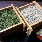 ゆらり - すべてのそばメニューはプラス100円で茶そばに変更できます