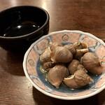 157254228 - つぶ貝と殻入れ