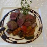 トラットリア ラ ロッカ - 料理写真:タイムが香るカイノミステーキです