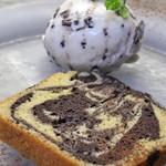 ピッツェリア ピッキ - チョコマーブルとカスターニャ(栗)のパウンドケーキ、アイス添え 500円