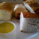 ボッチ デ ビッラ - パンは色々な種類をご用意してくださいます。