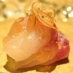 157277223 - 天草産の真鯛 煎り酒と茗荷で
