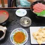 15728375 - マグロ丼