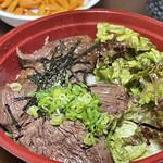 精肉・卸の肉バルSanoso - 炭火焼きハラミ丼 上 アップ