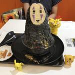 麺とかき氷 ドギャン - カオナシ 1,100円(税込) ※豆菓子付き