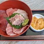 マグロ卸のマグロ丼の店 - 【2021/8】豪華マグロ丼(シャリ超少な目)+トッピング(うに)